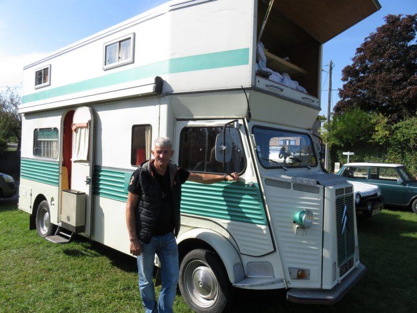 l 39 anc tre du camping car au rassemblement de v hicules anciens commune de boz. Black Bedroom Furniture Sets. Home Design Ideas